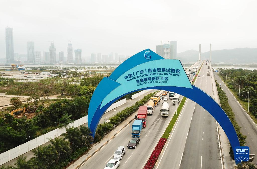 2 这是广东自贸区的珠海横琴大桥(2018年11月15日摄,无人机照片)。新华社记者 邓华 摄