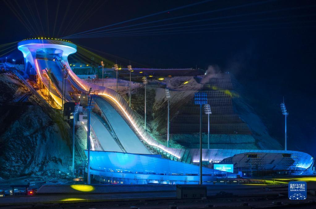 """4这是2020年12月19日拍摄的位于河北省张家口市崇礼区的国家跳台滑雪中心""""雪如意""""。新华社发"""